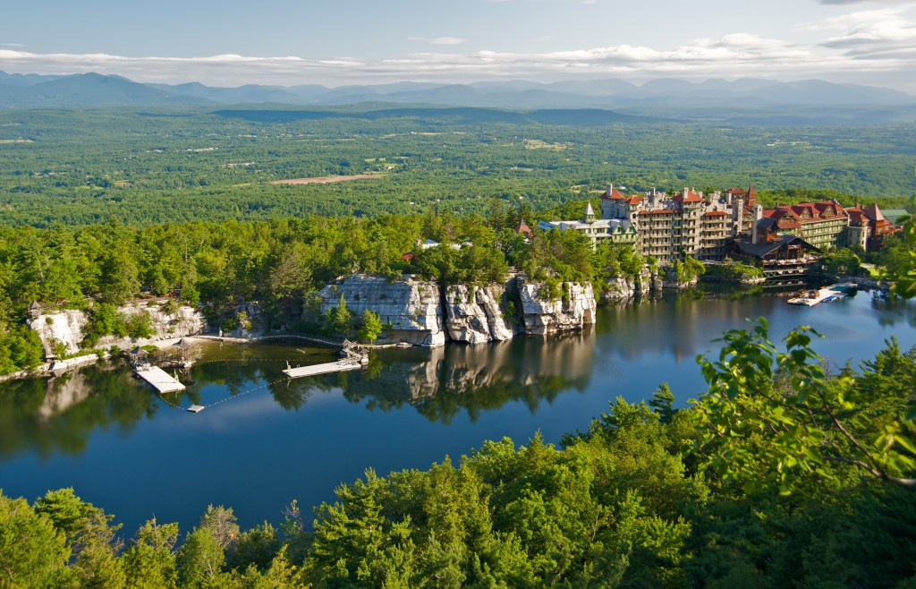 Mohonk_Mountain_House_2011_View_of_Mohonk_Lake_from_One_Hiking_Trail_FRD_3247